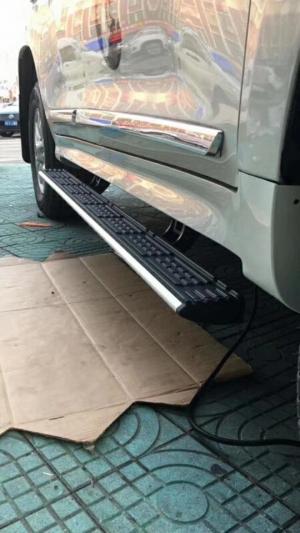 Выдвижные электрические пороги Land Cruiser 200